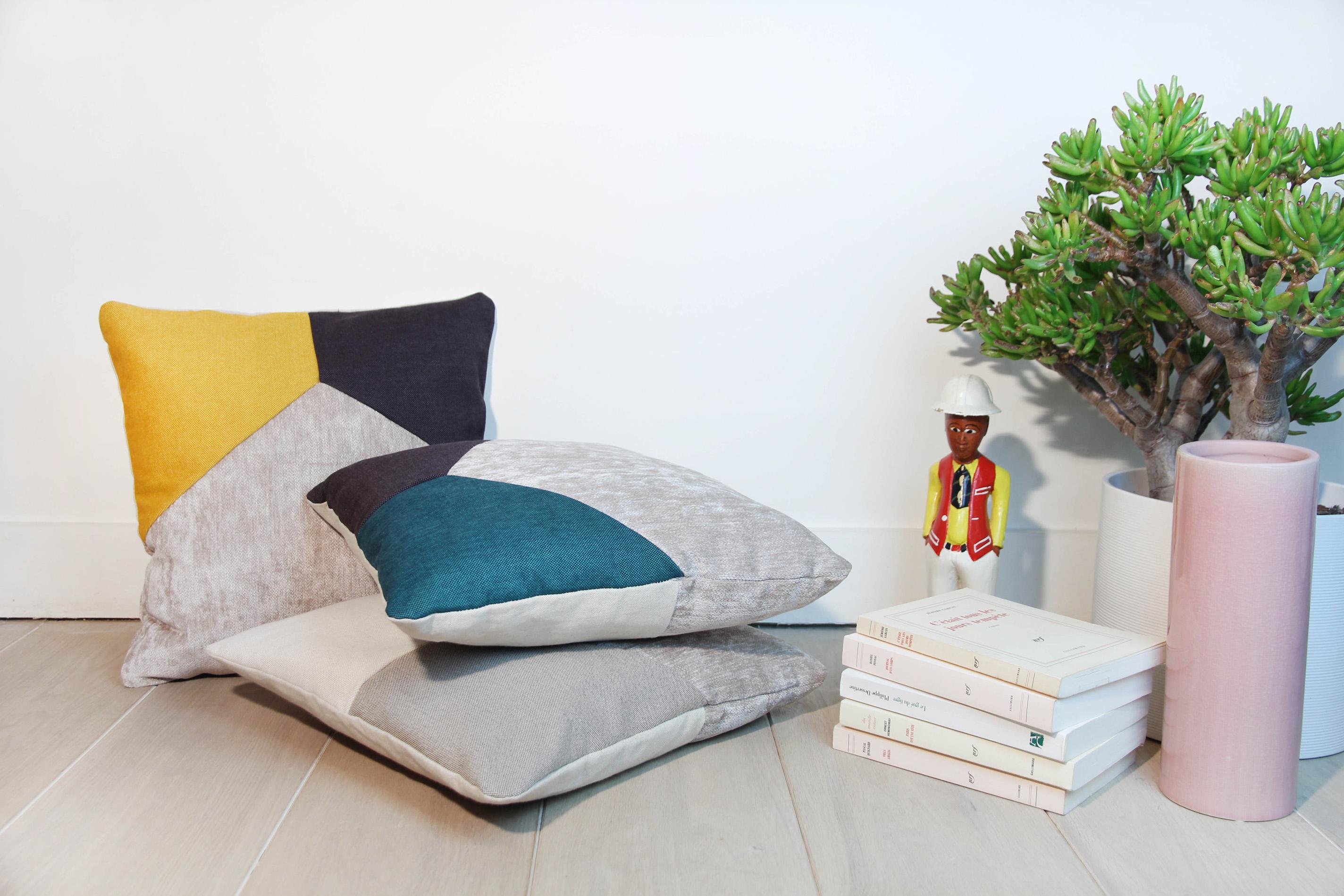 coussin bleu jaune yg93 jornalagora. Black Bedroom Furniture Sets. Home Design Ideas